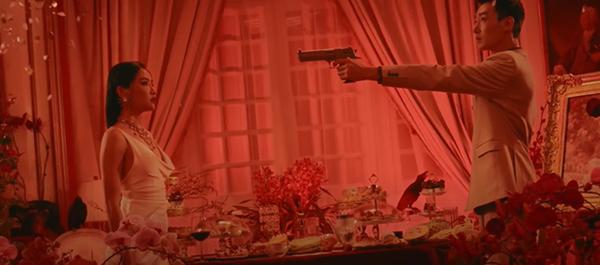 Bích Phương 'ra lò' MV mới đầy cảnh nóng bỏng nhưng vẫn một phong cách tiêu đề dài '8 cây số' 7