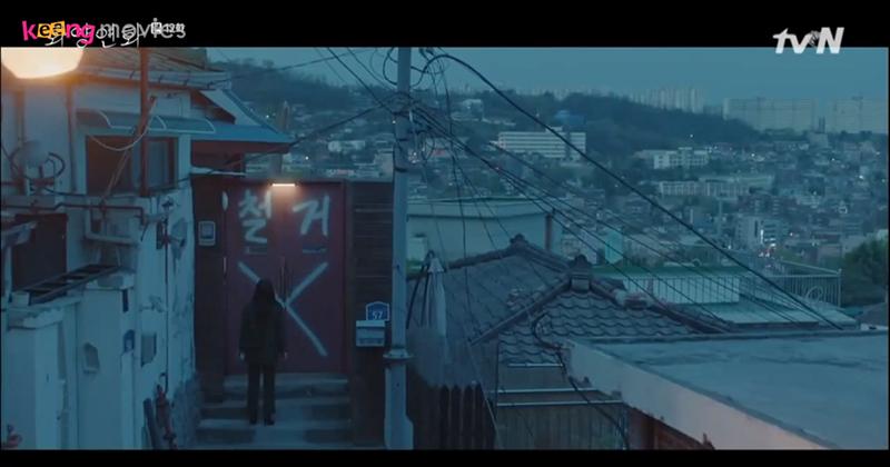 Seo Kyung cho người bày trò phá hoại cuộc sống của Ji Soo vì không muốn thấy 2 người hạnh phúc.