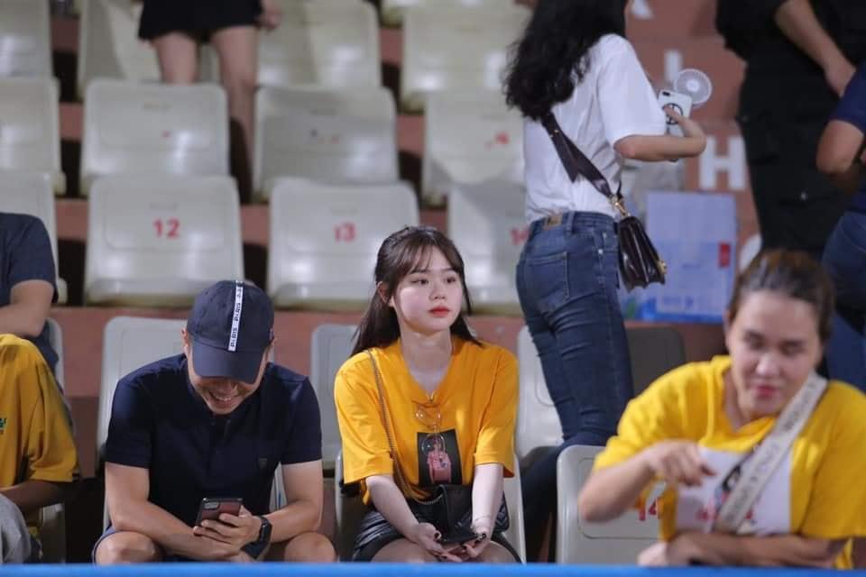 Huỳnh Anh xuất hiện trên khán đài A để cổ vũ người yêu