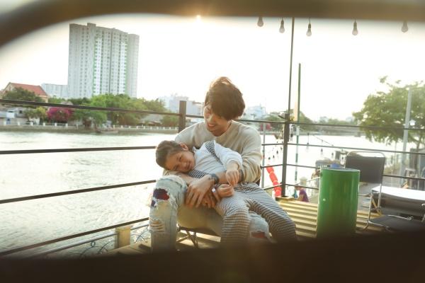 Tuấn Trần tình cảm cùng 'con gái' Ngân Chi trong bộ ảnh mừng Quốc tế thiếu nhi 0