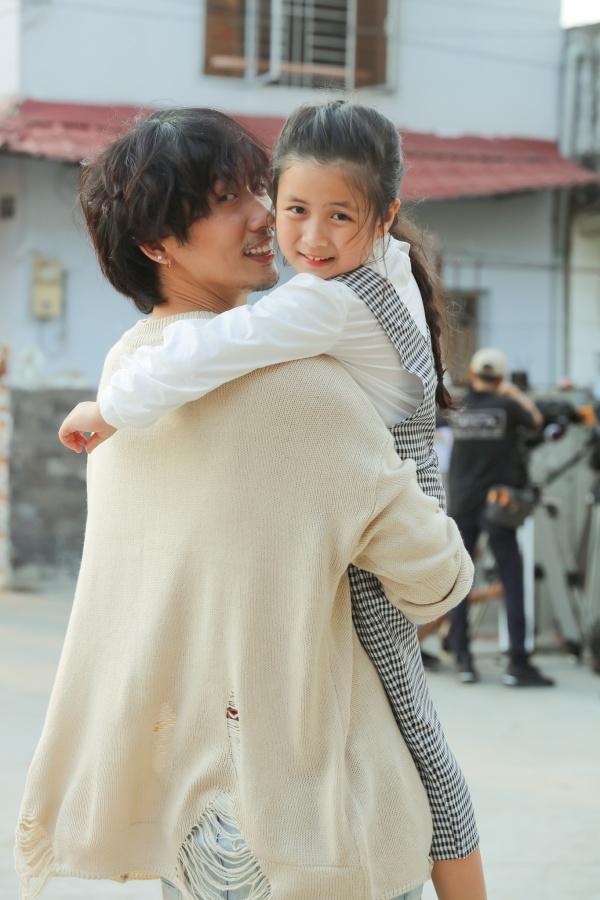 Tuấn Trần tình cảm cùng 'con gái' Ngân Chi trong bộ ảnh mừng Quốc tế thiếu nhi 1