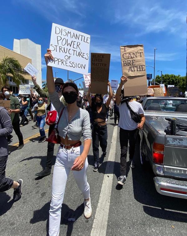 Ariana Grande, Camila Cabello, Shawn Mendes và loạt sao xuống đường biểu tình chống lại phân biệt chủng tộc 3