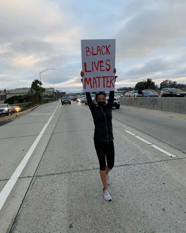 Ariana Grande, Camila Cabello, Shawn Mendes và loạt sao xuống đường biểu tình chống lại phân biệt chủng tộc 10