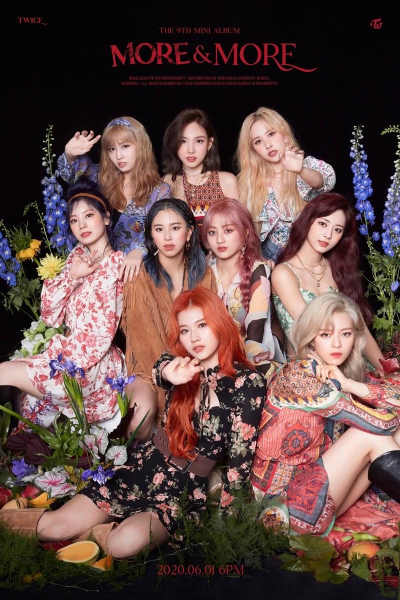 Các cô gái xinh đẹp với hình ảnh phóng khoáng tự do theo phong cách hippie.