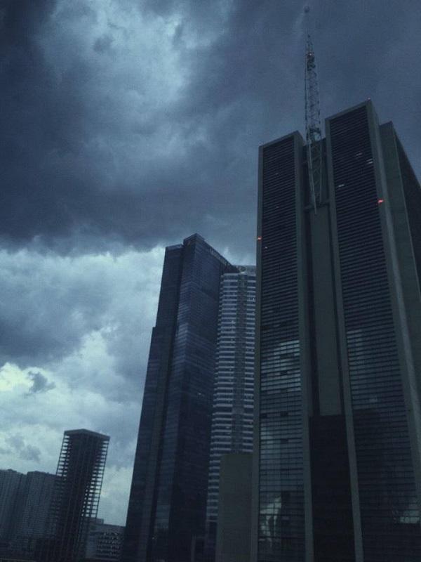 Ảnh chụp tại khu vực Keangnam cho thấy mưa giông sắp đến.
