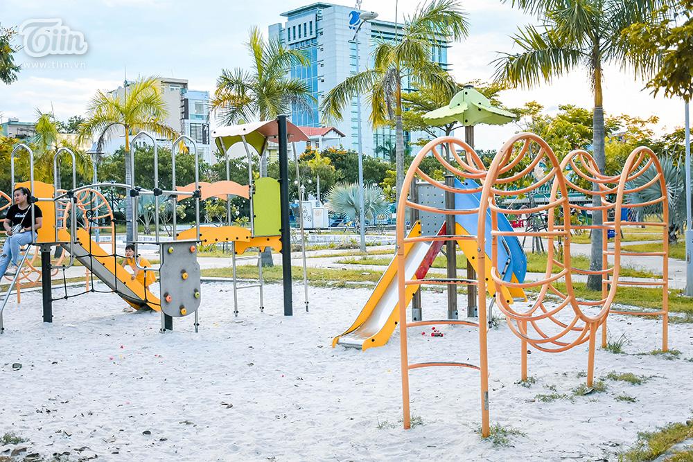 Công viên heo hút khách, tình hình ảm đạm diễn ra khiến nhiều chủ hàng lo lắng không 'cá kiếm' được vào dịp lễ.
