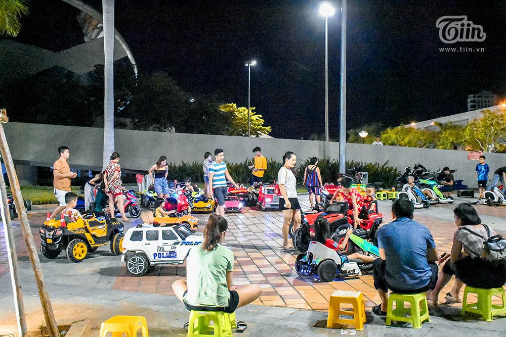 Trước đó, ghi nhận vào tối qua 31/5, dịp cuối tuần lại trước thềm 01/6 song lượng khách đến khu vui chơi dành riêng cho trẻ em ở trung tâm thành phố khá thưa thớt.