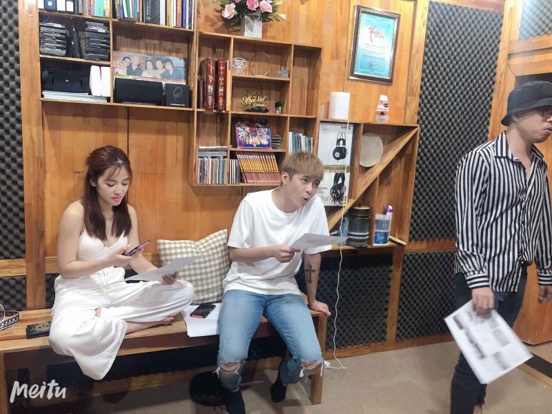 Nguyễn Hồng Thuận 'vò đầu bứt tai', đòi tính tiền gấp 3 vì phải chỉnh sửa giọng hát cho Puka 0