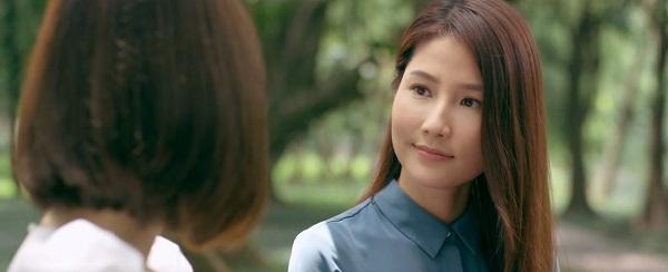 Tuệ Lâm thay đổi hoàn toàn thái độ, trở nên nhẹ nhàng, hiền dịu khi nói chuyện với Linh.