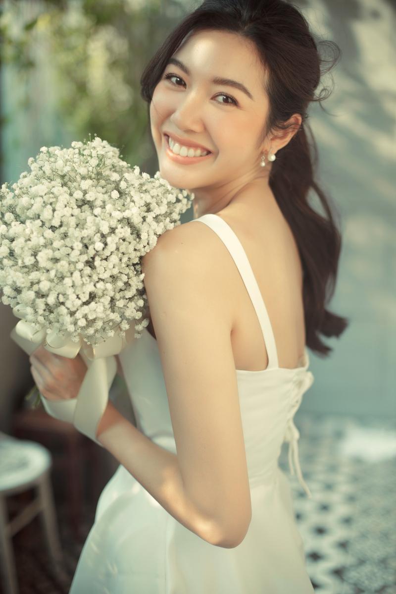 Vắng chú rể, Á hậu Thúy Vân vẫn cười ngọt ngào và hạnh phúc trong bộ ảnh cưới 'một mình' 1