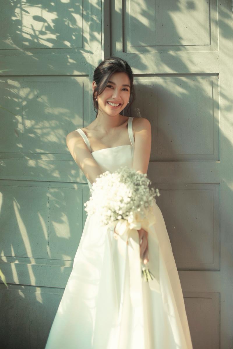 Vắng chú rể, Á hậu Thúy Vân vẫn cười ngọt ngào và hạnh phúc trong bộ ảnh cưới 'một mình' 6