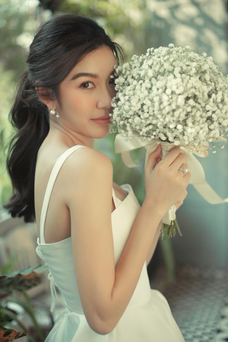 Vắng chú rể, Á hậu Thúy Vân vẫn cười ngọt ngào và hạnh phúc trong bộ ảnh cưới 'một mình' 5