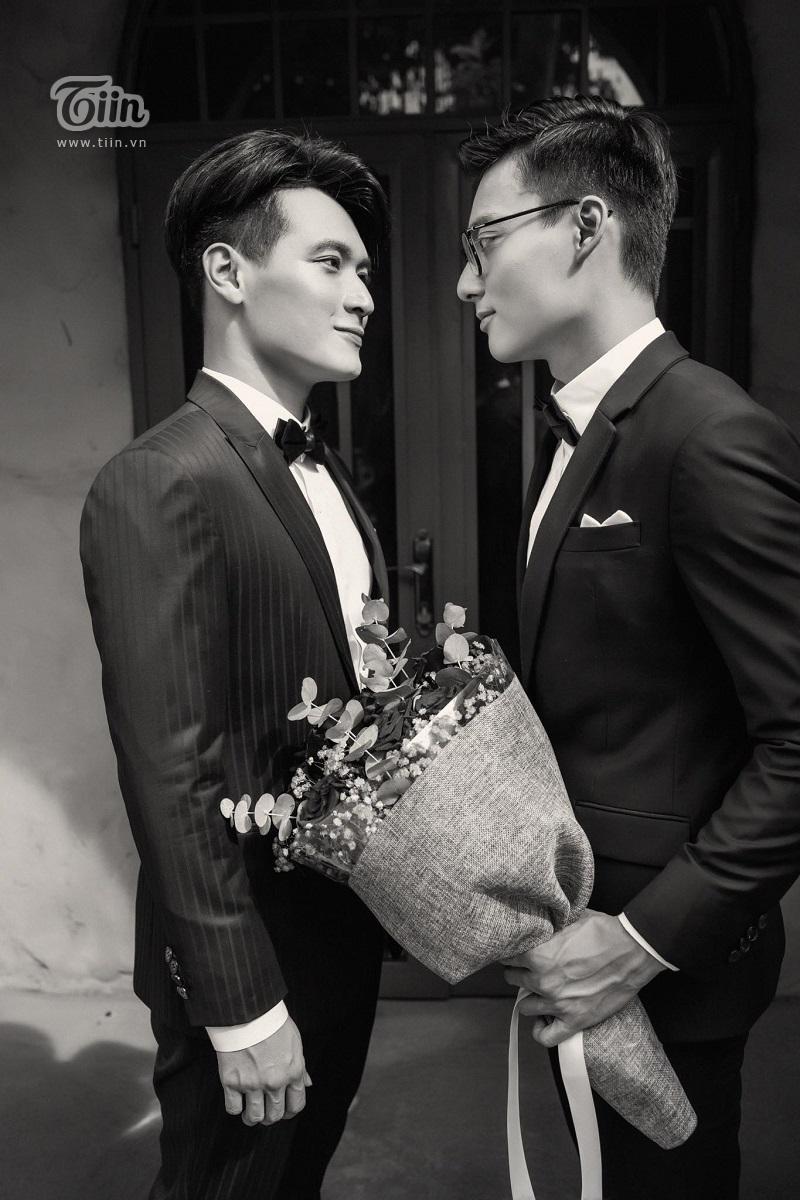 Cặp trai đẹp tung bộ ảnh kỷ niệm 1 năm yêu cực tình: Ai cũng có sự nghiệp và được gia đình hết sức ủng hộ 0