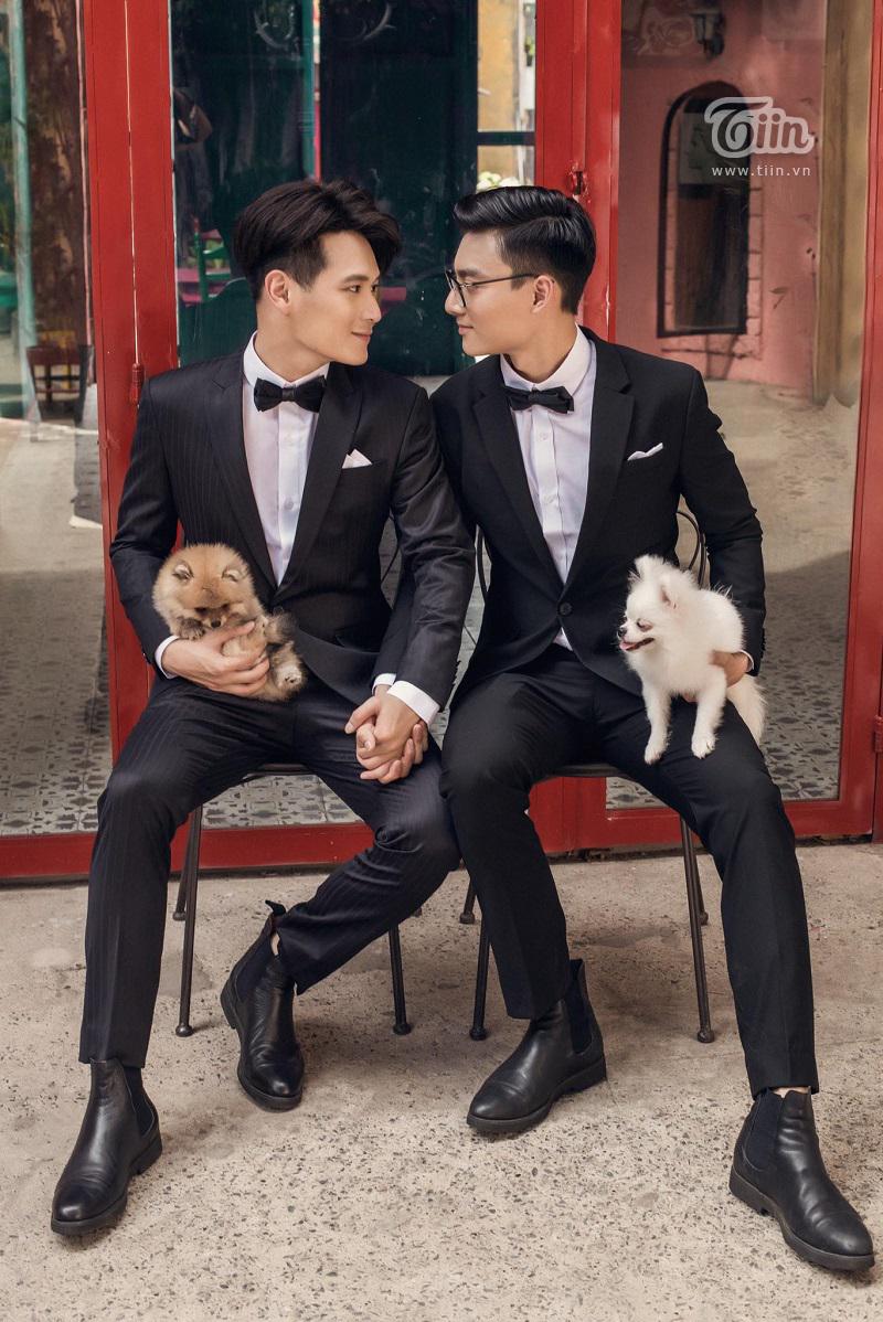 Cặp trai đẹp tung bộ ảnh kỷ niệm 1 năm yêu cực tình: Ai cũng có sự nghiệp và được gia đình hết sức ủng hộ 2