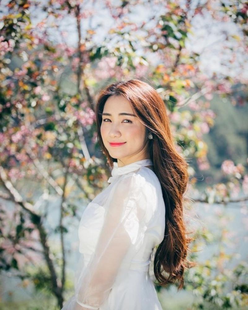 Hòa Minzy ngày càng xinh đẹp, nổi tiếng