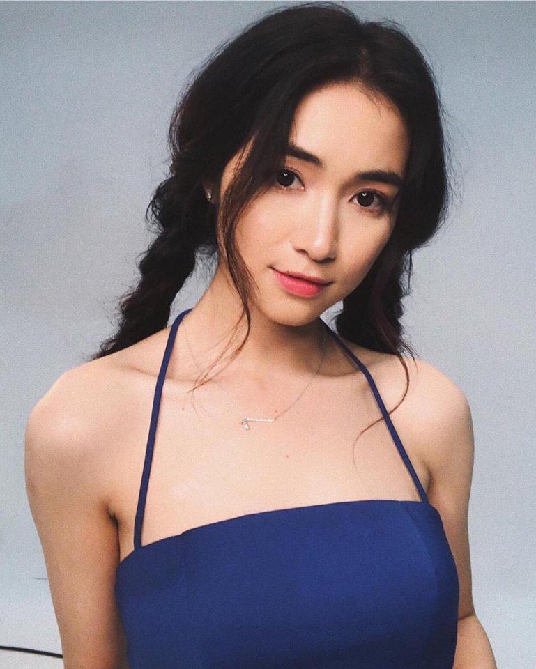 Hòa Minzy ngày càng xinh đẹp, nổi tiếng.