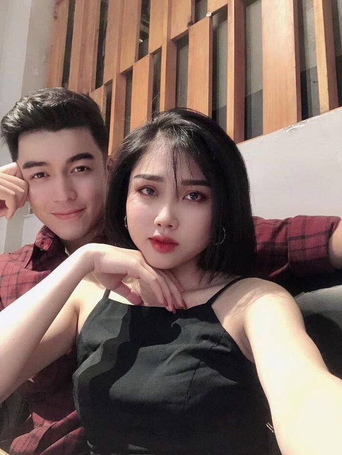 Ngưỡng mộ chuyện tình gần 10 năm với crush thời đi học của trai đẹp thường xuyên xuất hiện trong parody của BB Trần 1