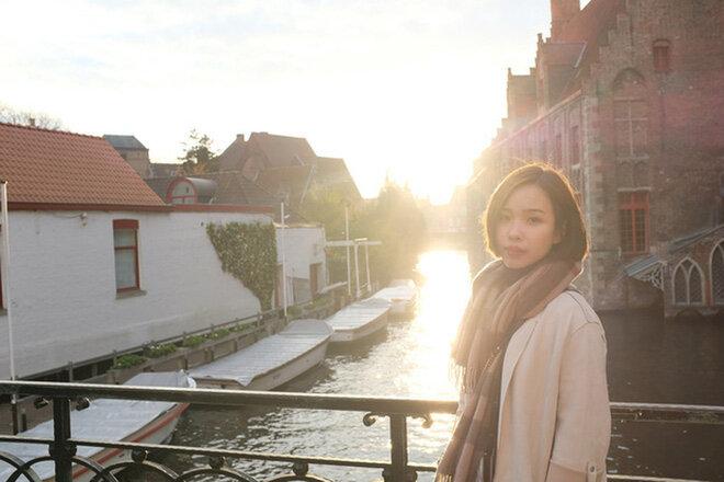Viên Minh xinh đẹp trong từng góc chụp