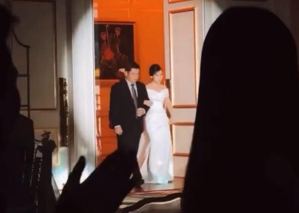 Cô dâu Viên Minh diện chiếc váy trắng tinh khôi trong ngày trọng đại