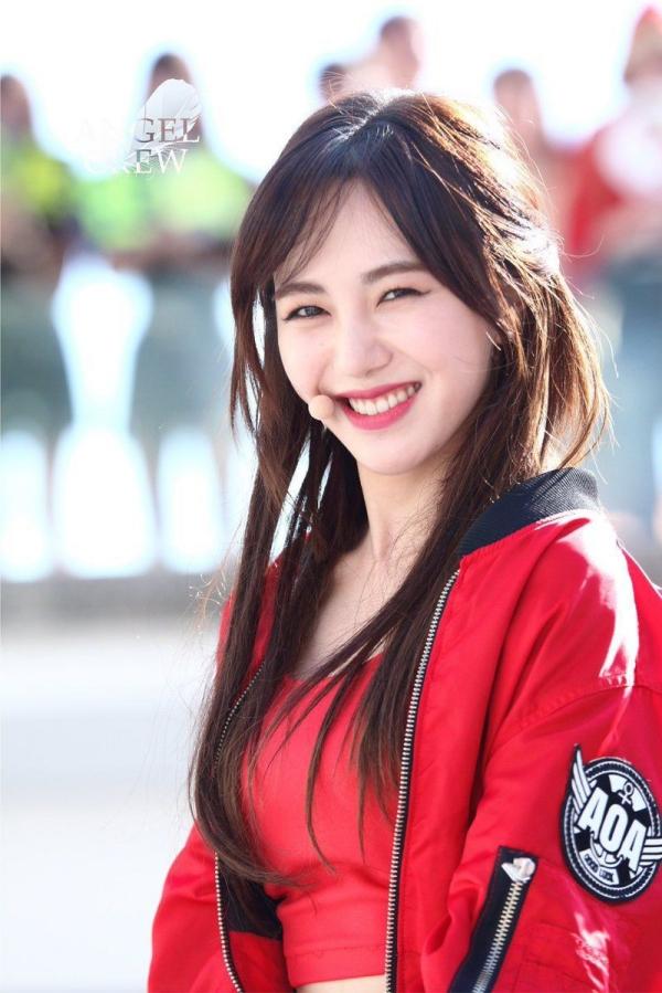Mina lúc còn hoạt động với AOA