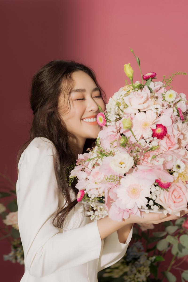 Khoe vẻ ngọt ngào trong bộ ảnh mừng tuổi mới, Tường San xứng danh Top 8 Miss International 8