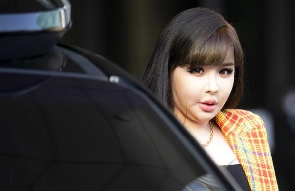 Hình ảnh gây xôn xao dư luận tối qua của Park Bom