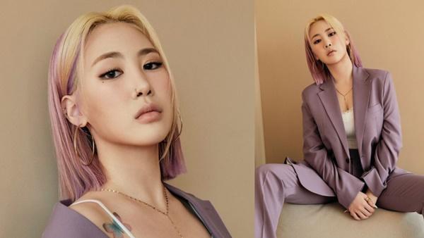 Người bạn cùng nhóm 15& Park Jimin cũng lựa chọn màu tím để nhuộm 'full tóc' nhưng ngược lại, nữ Idol lựa chọn màu vàng bạch kim cho phần mái ton-sur-ton với bộ trang phục.