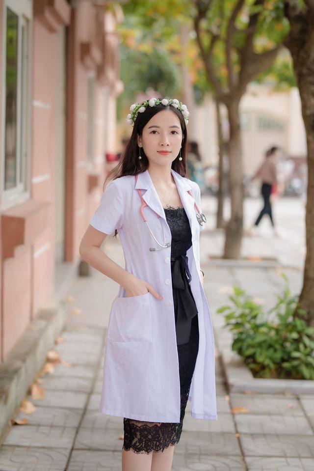 Cô gái trẻ sắp tốt nghiệp trường Y và vừa kết hôn với chồng là bác sĩ ngoại khoa.