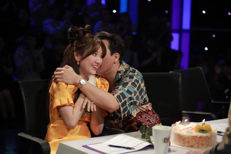 'Siêu tài năng nhí': Trấn Thành yêu chiều Hari Won, Gil Lê bị gọi là 'chú' 3
