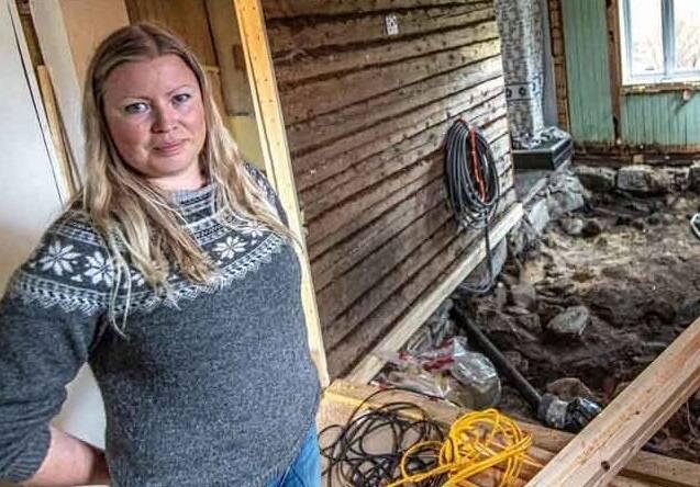 Dỡ sàn nhà lên để đặt tấm cách nhiệt, cặp vợ chồng ngỡ ngàng khi phát hiện bấy lâu nay họ giẫm chân lên một ngôi mộ cổ kỳ bí 1.000 tuổi 0