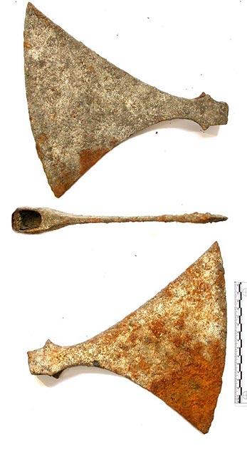 Dỡ sàn nhà lên để đặt tấm cách nhiệt, cặp vợ chồng ngỡ ngàng khi phát hiện bấy lâu nay họ giẫm chân lên một ngôi mộ cổ kỳ bí 1.000 tuổi 2