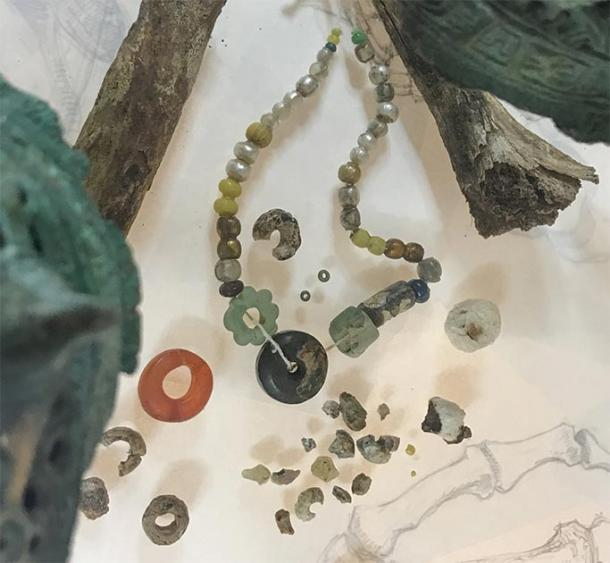 Một số đồ vật được tìm thấy tại hiện trường.