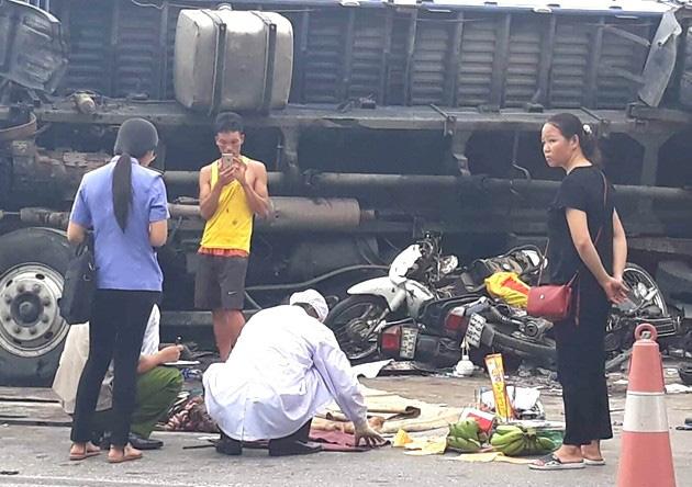 Hiện trường vụ tai nạn thảm khốc khiến 5 người tử vong tại chỗ
