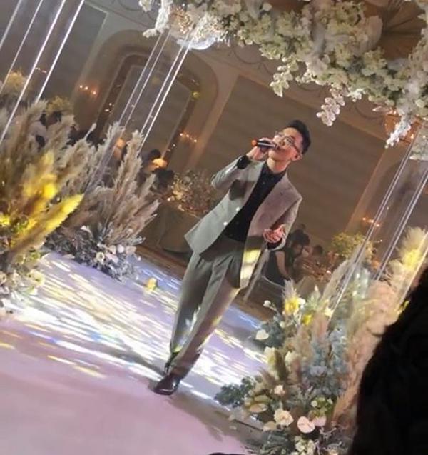 Tại sao Hoàng Dũng được chọn làm ca sĩ hát trong lễ đính hôn của Công Phượng chứ không phải ai khác? 1