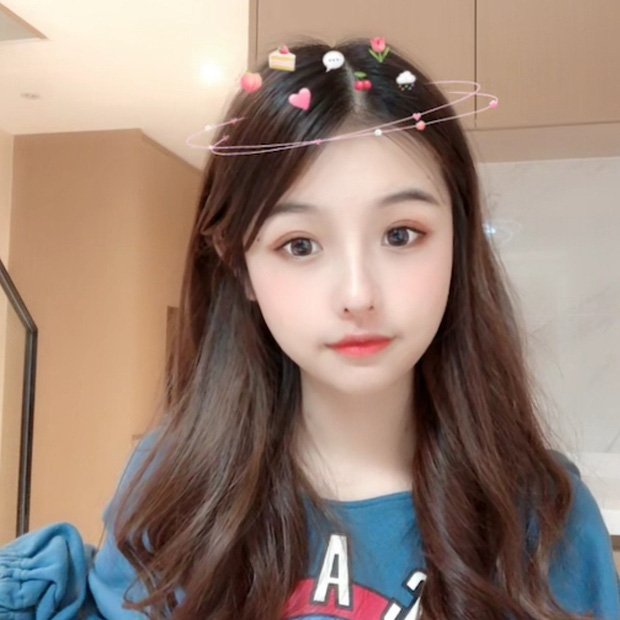 Nhan sắc xinh lung linh của cô gái trẻ trên mạng xã hội.