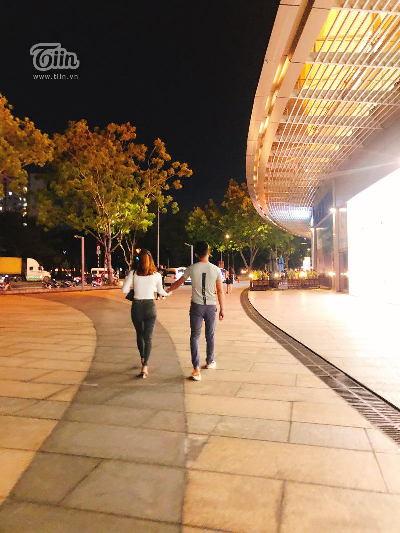Cầu Ánh Sao - điểm hẹn hò lý tưởng của các cặp tình nhân Sài Gòn trong những đêm hè 7