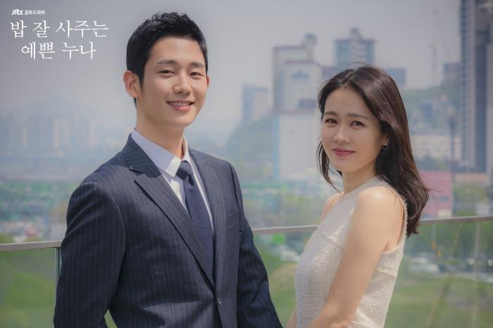 Khoảnh khắc 'Chị đẹp mua cơm ngon cho tôi' được tái hiện tại Baeksang 2020, Jung Hae In đến chào hỏi nhưng phải đợi Son Ye Jin 'kẻ chân mày' 3