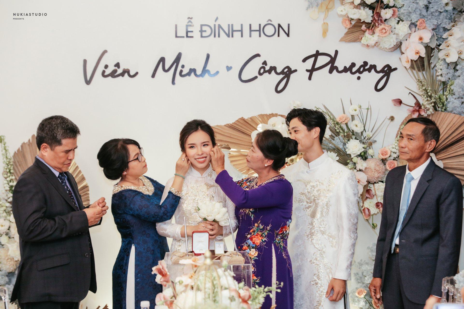 Công Phượng chính thức lên tiếng sau lễ ăn hỏi bí mật, tung ảnh cưới hạnh phúc bên cô dâu xinh đẹp 1