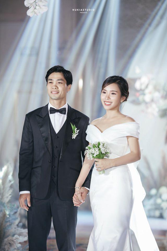 Công Phượng chính thức lên tiếng sau lễ ăn hỏi bí mật, tung ảnh cưới hạnh phúc bên cô dâu xinh đẹp 5