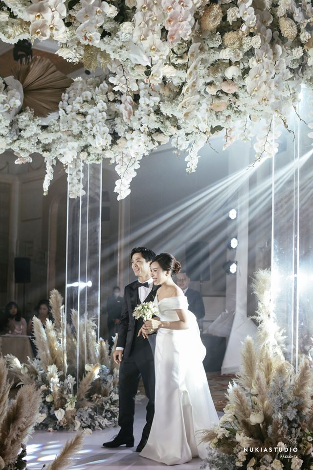 Công Phượng chính thức lên tiếng sau lễ ăn hỏi bí mật, tung ảnh cưới hạnh phúc bên cô dâu xinh đẹp 7