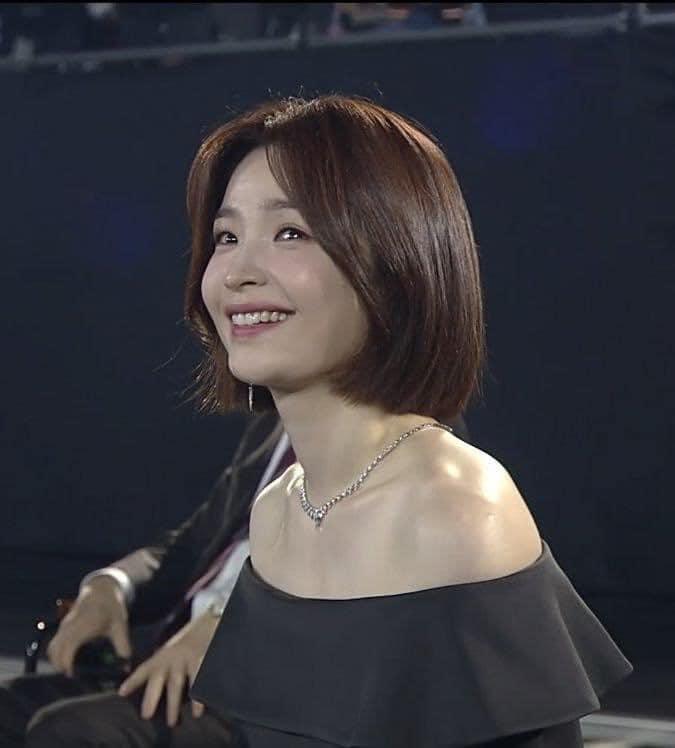 Khoảnh khắc rơi lệ của 'giáo sư' Chae Song Hwa (Hospital Playlist) tại Baeksang 2020 khiến dân mạng xao xuyến 3