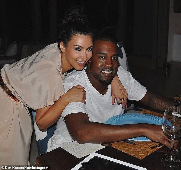 Cặp đôi giàu có của showbiz thời mới hẹn hò.