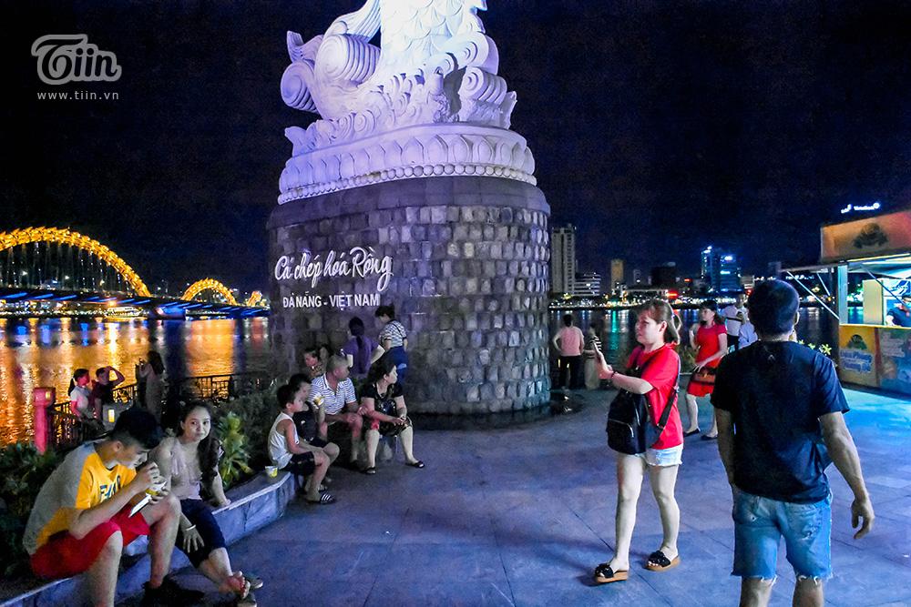 Việc có nhiều điểm công cộng để hóng mát trong mùa nóng cũng điểm đặc biệt ở Đà Nẵng, những nơi này miễn phí và có view đẹp mắt nên thường được giới trẻ ưu tiên.