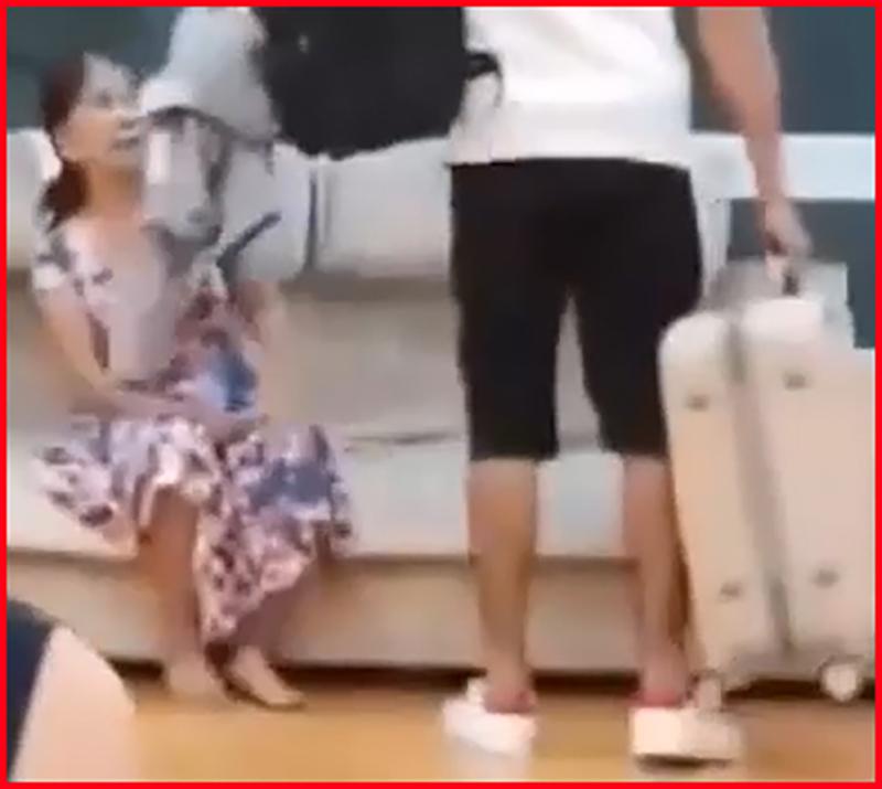 Sau khi quát vợngay trên sóng livestream, chồng trẻ đùng đùng bỏ về khiến người vợ 65 tuổi phải vội vã chạy theo