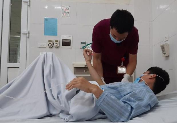Bệnh nhân đang điều trị tại Bệnh viện Bệnh Nhiệt đới Trung ương. (Ảnh: PV/Vietnam+)