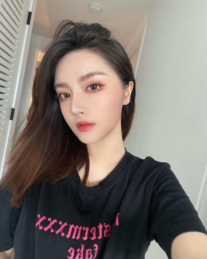 Mái tóc lửng lơ không ngắn không dài vậy mà trẻ lâu và sang hết biết, hèn chi Song Hye Kyo gắn bó suốt cũng phải 9