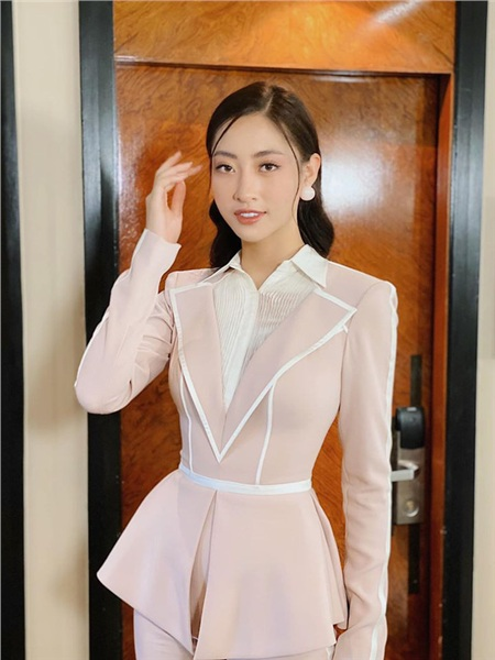 Đẳng cấp nhan sắc của Lương Thuỳ Linh: Trung thành với duy nhất một kiểu make up thẳng tiến vào Top 12 Miss World 2019 0