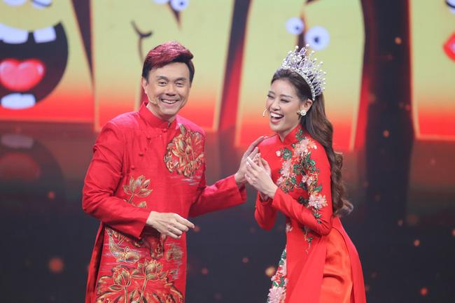 Hoa hậu Hoàn vũ Khánh Vân lần đầu mang vương miện tiền tỷ đầy kim cương lên sân khấu 1