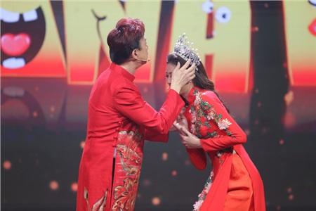 Hoa hậu Hoàn vũ Khánh Vân lần đầu mang vương miện tiền tỷ đầy kim cương lên sân khấu 0