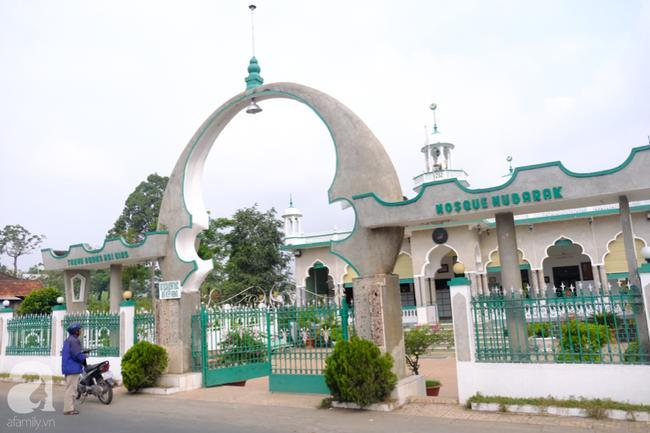 Thánh đường Hồi Giáo Mubarak (xã Phú Hiệp – huyện Phú Tân, tỉnh An Giang).